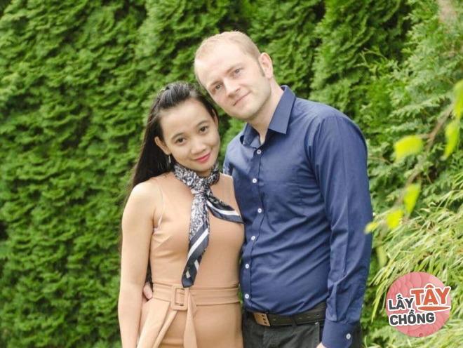 8X Gia Lai lấy chồng Đức, cả vùng quê có mặt đông đủ để xem người nước ngoài