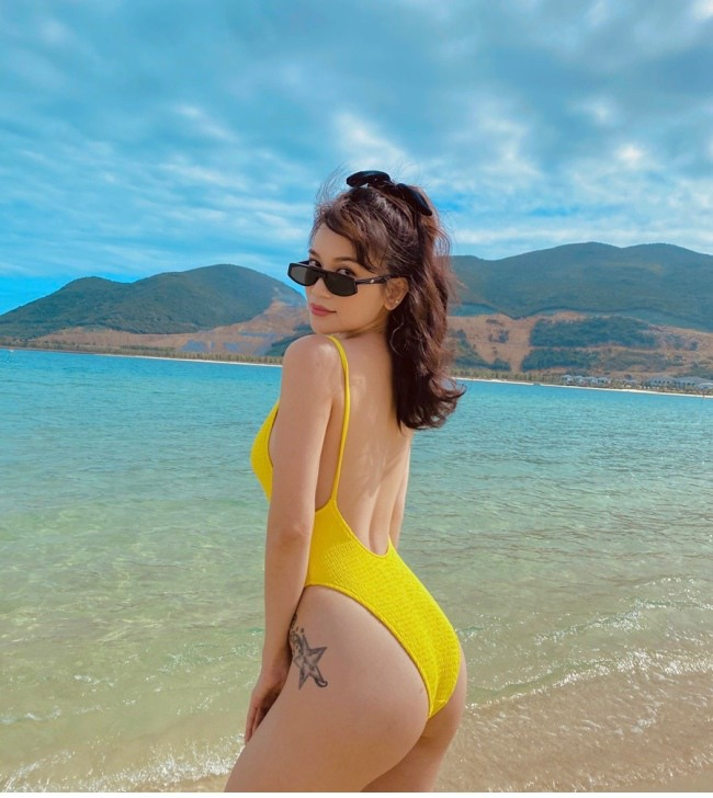 si thanh dien bikini khoe than hinh nong bong mat 6 down 1621156095 340 width650height728