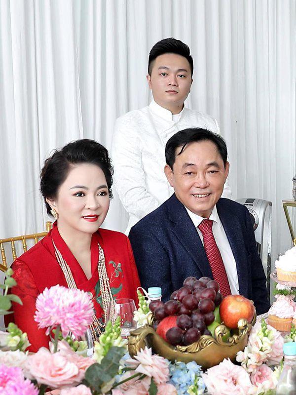 Trước khi lấy ông Dũng lò vôi, bà Phương Hằng sống thử 4 năm, chồng yêu say đắm