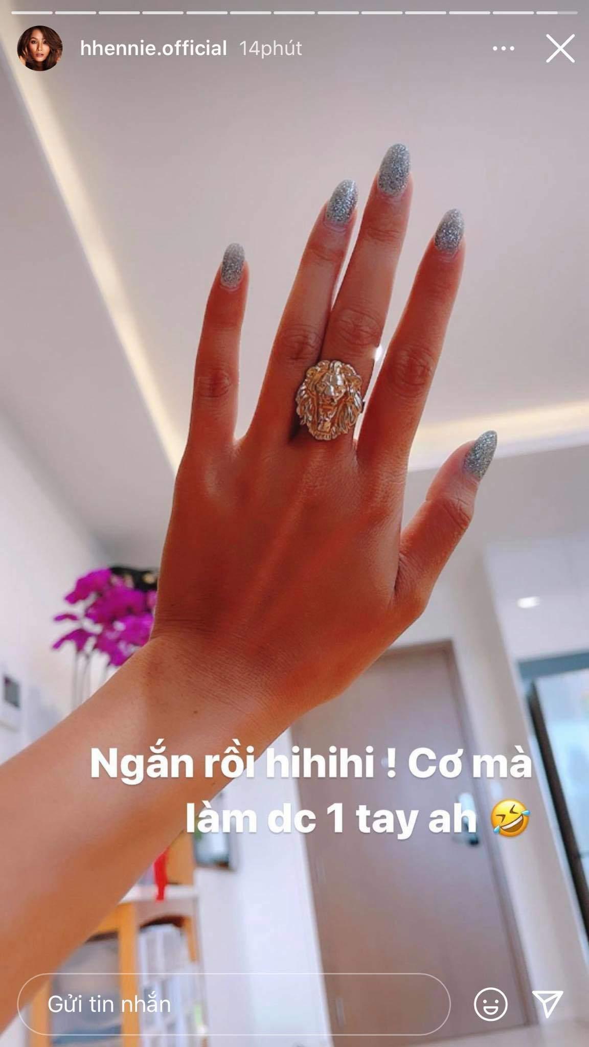 Dở khóc dở cười chuyện làm nails của sao Việt mùa dịch
