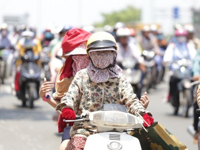 Nắng nóng như lò lửa vượt ngưỡng 40°C ở Hà Nội và miền Bắc, cảnh báo nguy cơ sốc nhiệt