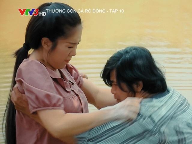 Lê Phương tiếp tục lấy nước mắt khán giả với cảnh phim bị giang hồ đòi nợ cưỡng bức