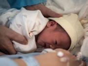 Mang thai tuần 25, bà mẹ đột nhiên bị   trúng gió  , đến bệnh viện khám bác sĩ báo tin dữ