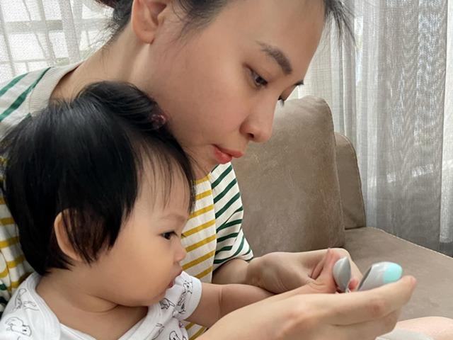 Chỉ một chi tiết nhỏ, Đàm Thu Trang được mẹ bỉm khen nuôi con khéo, Suchin là em bé ngoan