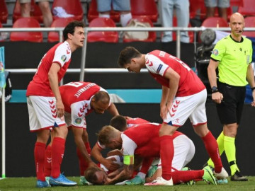 Cầu thủ Đan Mạch Christian Eriksen gục ngã trên sân có thể vì bệnh lý rất hy hữu