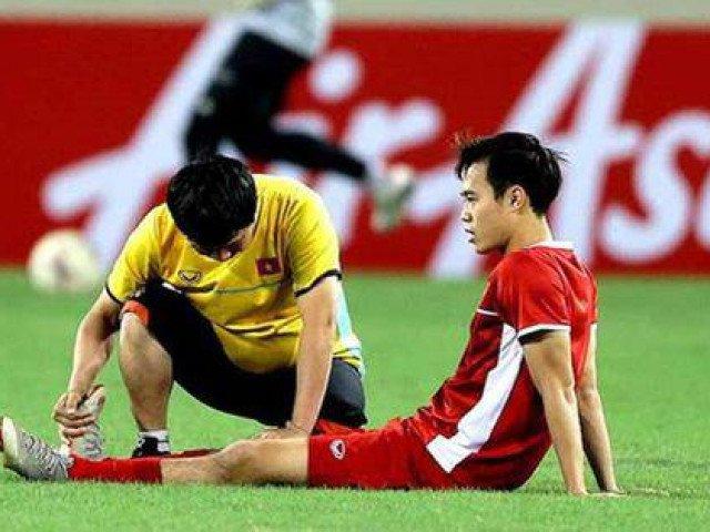 Văn Toàn nói gì với gia đình về pha bóng bị cầu thủ Malaysia phạm lỗi trong vòng cấm?