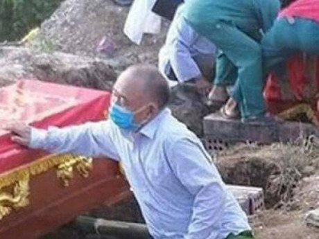 Vụ cháy phòng trà 6 người tử vong: Nhói lòng cảnh người đầu bạc tiễn kẻ đầu xanh