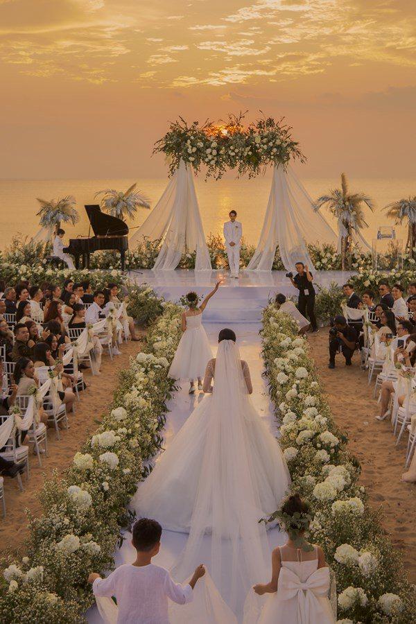 Đám cưới dát vàng: Những đại gia Việt nổi tiếng chi 10 tỷ vẫn thua chồng Bảo Thy một điểm
