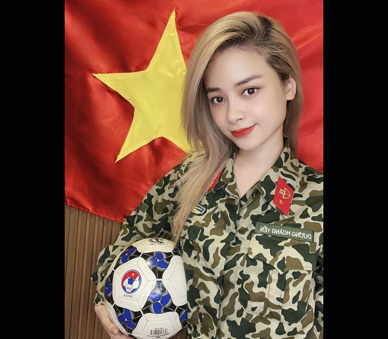 Dương Hoàng Yến là một nữ ca sĩ thực lực có giọng ca khủng của Hà Thành. Cô vừa tạo nên hiệu ứng tốt với MV lấy cảm hứng quân đội.