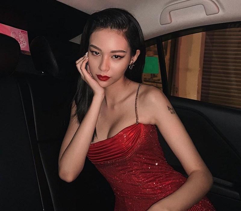 Phí Phương Anh sinh năm 1997 cô là quán quân Gương mặt thương hiệu Việt Nam mùa đầu tiên và nhanh chóng được nhiều người biết đến và yêu mến trên mạng xã hội.