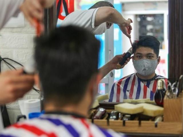 COVID-19 21/6: Quán cắt tóc, gội đầu, dịch vụ ăn uống trong nhà ở Hà Nội hoạt động trở lại