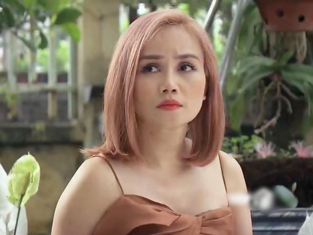 Hoàng Yến trong Hương Vị Tình Thân: U50 vẫn nhuộm tóc hồng, mặc đầm khoe vòng 1 lấp ló