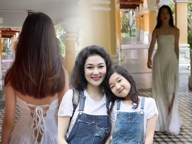 Con gái HH Nguyễn Thị Huyền lần đầu đi guốc cao catwalk, truyền nhân của nàng hậu đây rồi