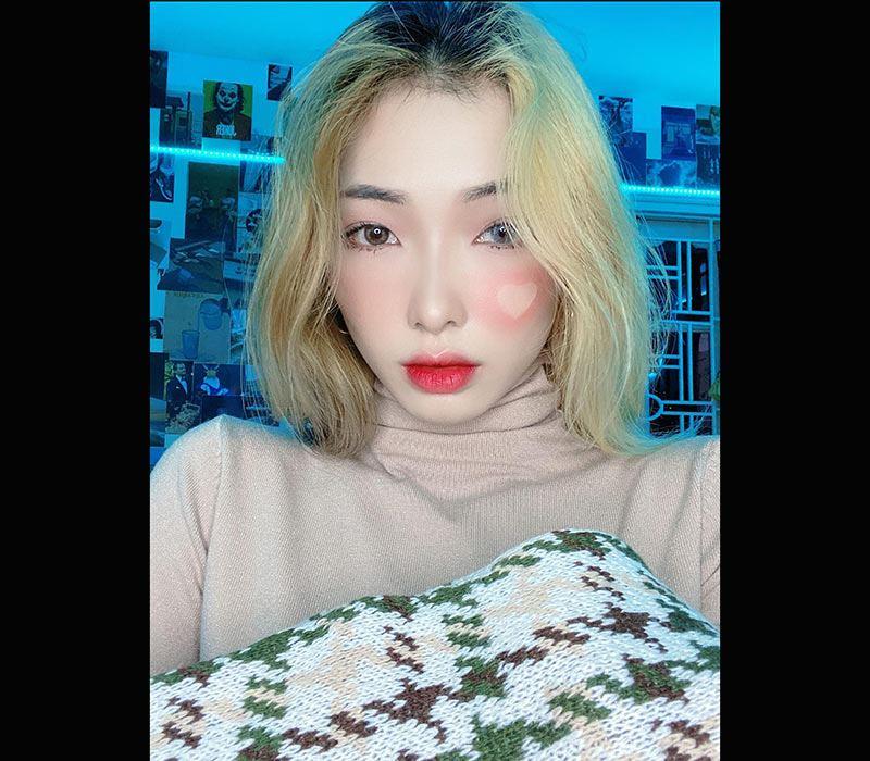 Tikka Hoàng Hiền, sinh năm 1996, có hơn 338.000 người theo dõi trên TikTok và không ít lần gây tranh cãi vì thể hiện cá tính mạnh và phóng khoáng trên mạng xã hội.