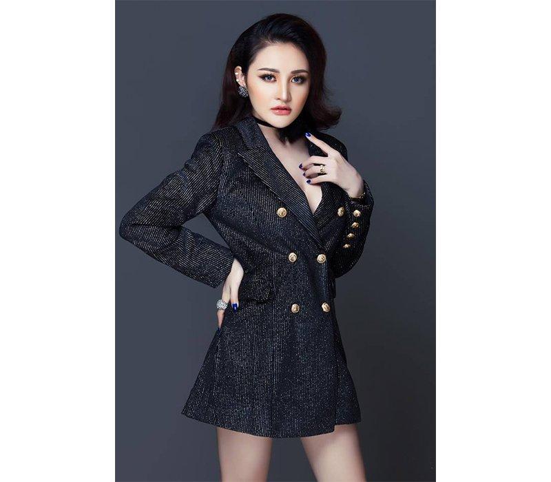 """Nổi tiếng cộng đồng mạng với biệt danh """"hotgirl hỗn chiến phố đi bộ"""", Võ Huỳnh Thanh Vân, sinh năm 1997, được biết tới là hotgirl sở hữu diện mạo đầy bắt mắt với vóc dáng bốc lửa."""