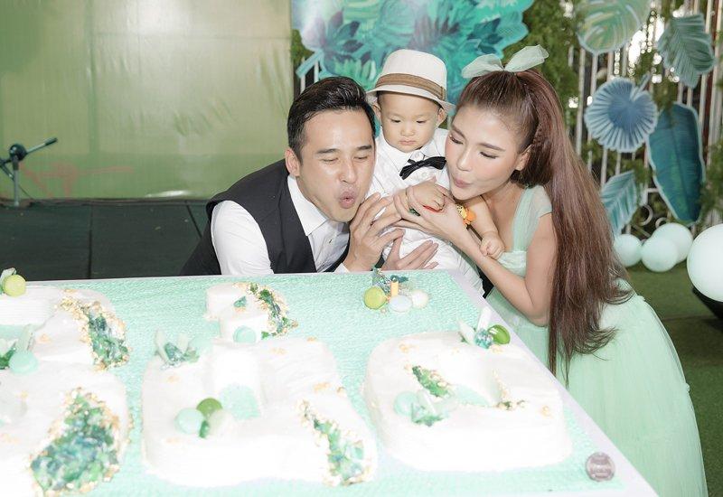 Tối ngày 24/6/2019, vợ chồng Lương Thế Thành – Thuý Diễm tổ chức buổi tiệc thôi nôi con trai Bảo Bảo hoành tráng tại TP.HCM.