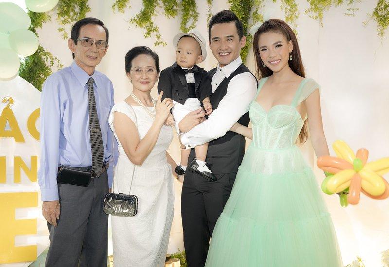 Để cho con trai Bảo Bảo có một ký ức đáng nhớ khi tròn 1 tuổi, vợ chồng Lương Thế Thành và Thuý Diễm đã bàn nhau chuẩn bị từ hơn 3 tháng trước sinh nhật.