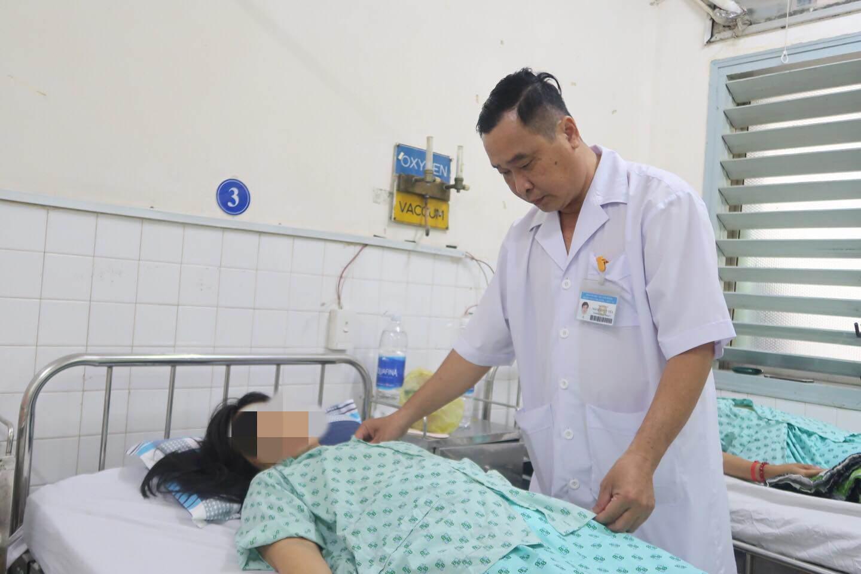 tin loi uong thuoc nam, nguoi phu nu mac ung thu buong trung nguy kich vi tac ruot - 1
