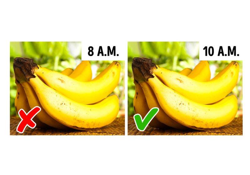 Chuối là loại quả tốt khi ăn vào buổi sáng nhưng nếu thưởng thức chúng lúc đói, nó sẽ làm giảm năng lượng cơ thể. Lúc đầu cơ thể có cảm giác đầy năng lượng do lượng đường cao từ chuối nhưng sau vài giờ, bạn sẽ mệt và thấy đói.