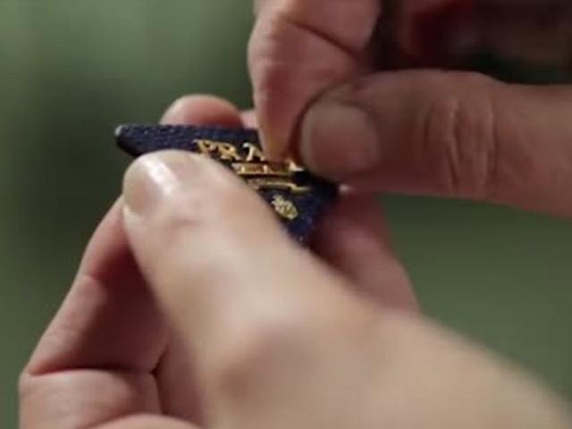 Quy trình tạo ra một chiếc túi Prada huyền thoại