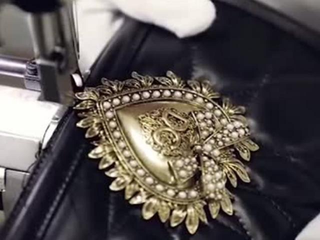 Quá trình tạo ra một chiếc túi Devotion của Dolce  Gabbana