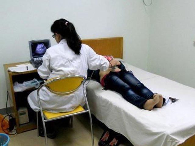 Mẹ nhập viện nói đã bầu 43 tuần, sau khi siêu âm, bác sĩ tức giận bỏ ngay ra ngoài