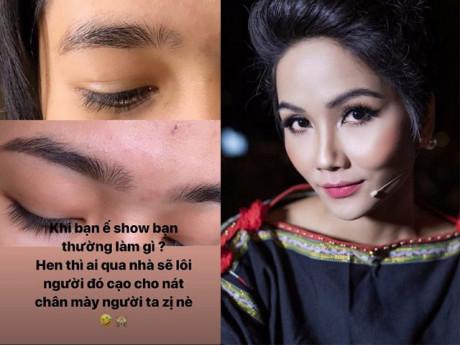 Ế show, Hoa hậu H'Hen Niê trổ tài tỉa lông mày cho bạn khiến ai cũng hoang mang