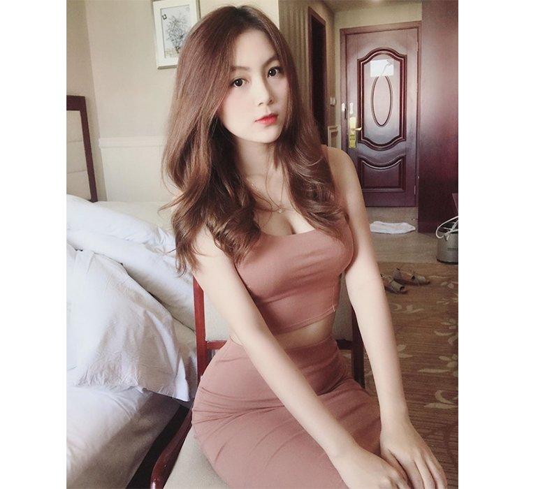 Sinh năm 1996, hiện tại đã là cô giáo tiểu học, Trân Trần khi xuất hiện trên mạng xã hội vẫn vô cùng quyến rũ và cuốn hút.