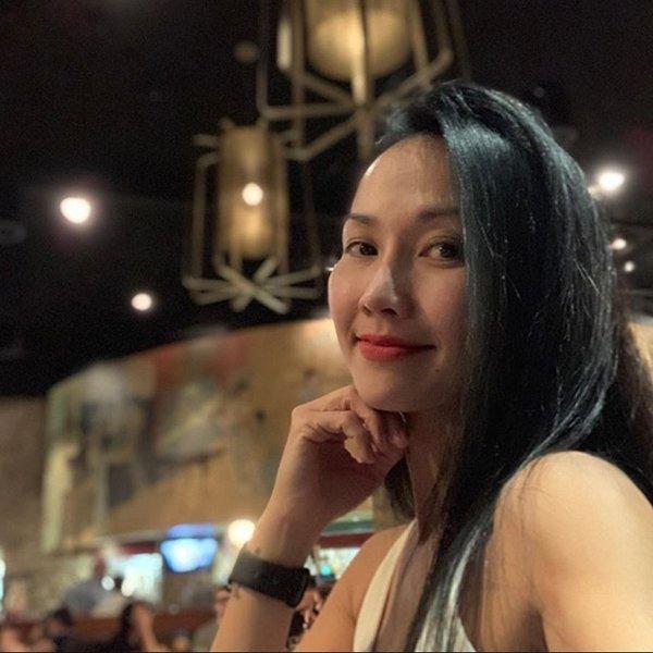 Sau nhiều năm vắng bóng trên màn ảnh, Út Ráng Kim Hiền vẫn trẻ đẹp không khác gì thiếu nữ.