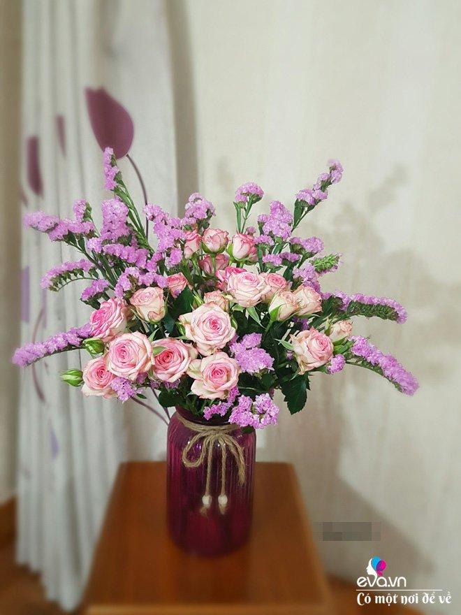Mẹ Hà Nội tự tay cắm gần 100 bông hồng, ngày ăn hỏi nhà trai trầm trồ hết lời khen