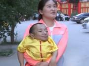 Chàng lùn 0,6 mét vẫn khiến gái trẻ   dính   bầu, con sinh ra ai cũng trầm trồ