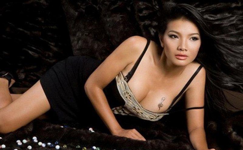 """Nhiều người nhớ đến Kiều Trinh với các vai diễn táo bạo trong phim như: """"Mùa len trâu"""", """"Bi, đừng sợ"""",... Cũng vì thế mà cô được mệnh danh là """"Nữ hoàng cảnh nóng"""" của màn ảnh Việt."""