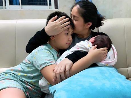 Lê Phương tâm sự mệt mỏi vì con trai riêng, Trương Quỳnh Anh, MC Cát Tường rơi nước mắt