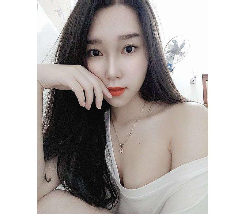 Sở hữu gương mặt xinh đẹp cùng làn da trắng nõn, Dân Trần được biết tới là một trong những hotgirl phòng gym sở hữu trang instagram với lượng follow 'khủng'.
