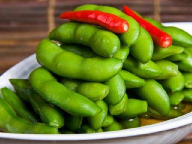 Luộc quả đậu nành, thêm một muỗng này quả luôn thơm ngon và xanh hơn cả nhà hàng
