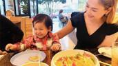 Thánh ăn bản Việt chính là con gái Thanh Thảo, đứa trẻ 2 tuổi ăn món không ai dám thử