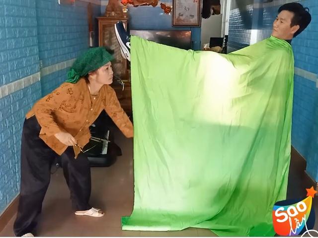 Lê Thị Dần và chồng hiền khô làm dân mạng cười bò, clip độc đáo hơn cả nhiều sao Việt