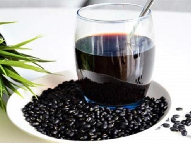 Uống nước đậu đen giải nhiệt cực tốt nhưng chớ dại dùng theo cách này dễ gây nguy hiểm