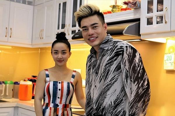 Từng đứng bán hoa, vợ Lê Dương Bảo Lâm giờ mang bầu ở nhà 7 tỷ, ngồi xe 3 tỷ