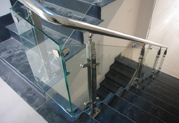 25+ Mẫu cầu thang kính đẹp có tay vịn, giá rẻ nhất 2020 - 12
