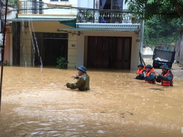 Mưa lớn ở Lào Cai, Hà Giang: Đường biến thành sông, 2 người chết