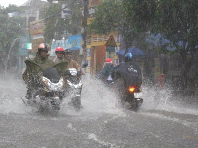 Áp thấp trên biển Đông mạnh lên, gây mưa kéo dài nhất từ đầu năm ở miền Bắc