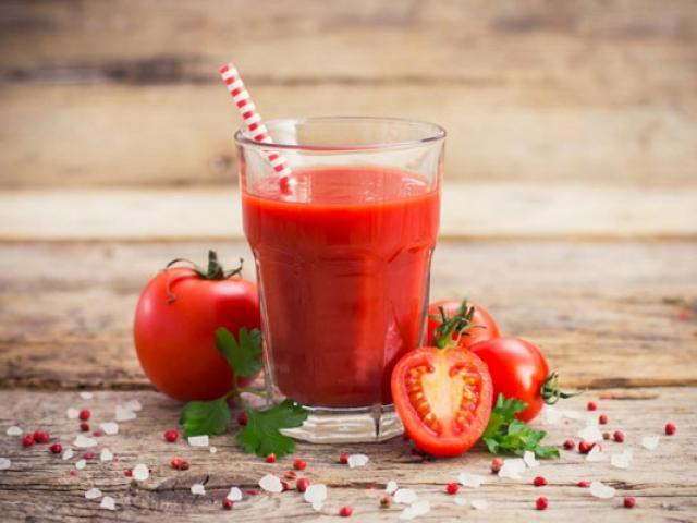 Nước ép cà chua có tác dụng gì? Uống nước ép cà chua lúc nào là tốt nhất?