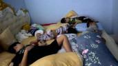 Sao Việt 24h: Cảnh ngủ kín giường của mẹ 6 con Oanh Yến và lũ trẻ, bố phải nằm võng