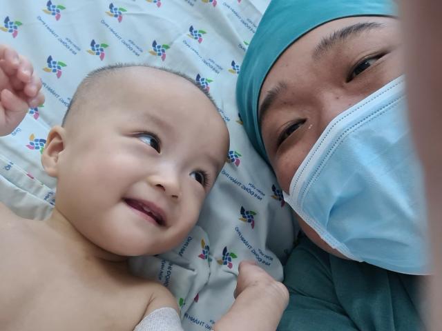 Tình hình sức khỏe cặp song sinh Trúc Nhi - Diệu Nhi: Sẽ được tháo bột sau 6 tuần nữa