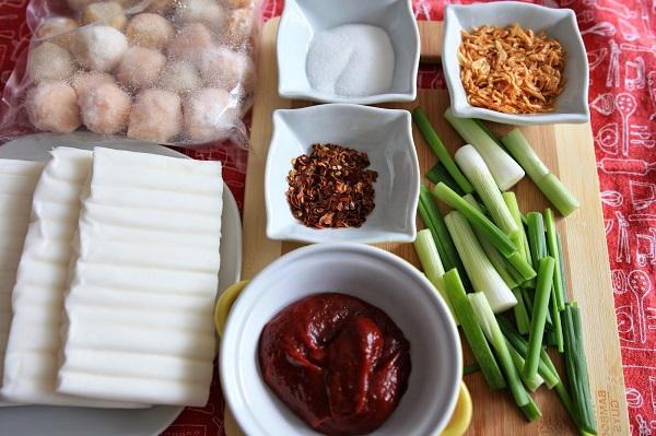 Cách làm bánh gạo cay Hàn Quốc Tokbokki đơn giản tại nhà - 1