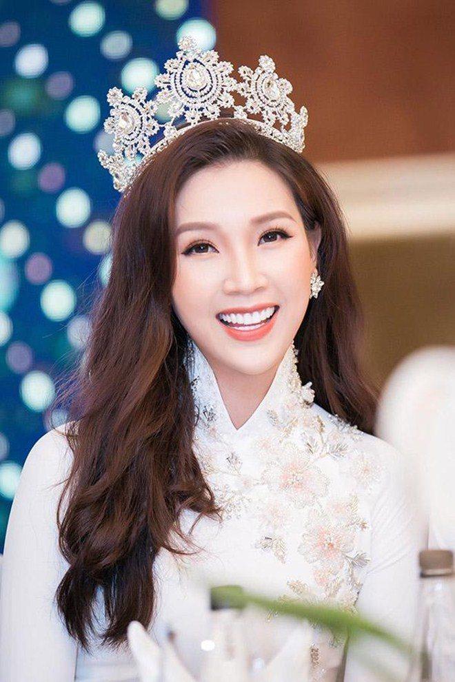 Đẻ thường khỏe mạnh, người đẹp Hoa hậu Việt Nam mở mắt thấy nằm giữa vũng máu - 1