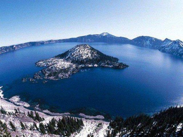Khám phá hồ nước xanh sạch nhất thế giới trên miệng núi lửa