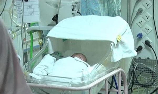 Mẹ khóc cạn nước mắt nhìn 2 con chào đời bé như bàn tay, 4 tháng sau nhận tin mừng - 4