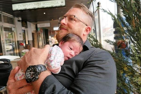 9X xinh đẹp đẻ con với chồng Úc hơn nhiều tuổi, bé lọt lòng không thở, không khóc - 15